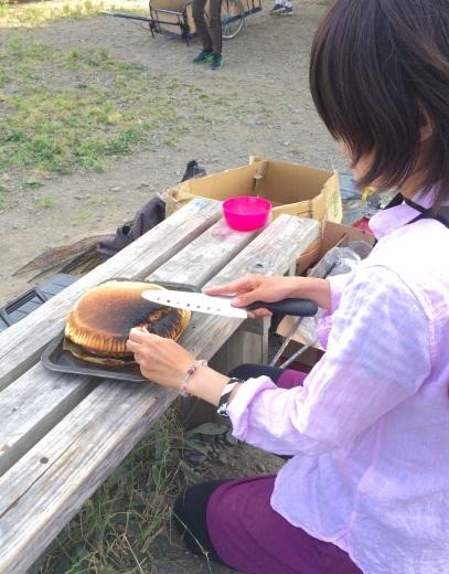 6月17日(土) 原っぱでお誕生ケーキを焼くお母さん_c0120851_20484070.jpg