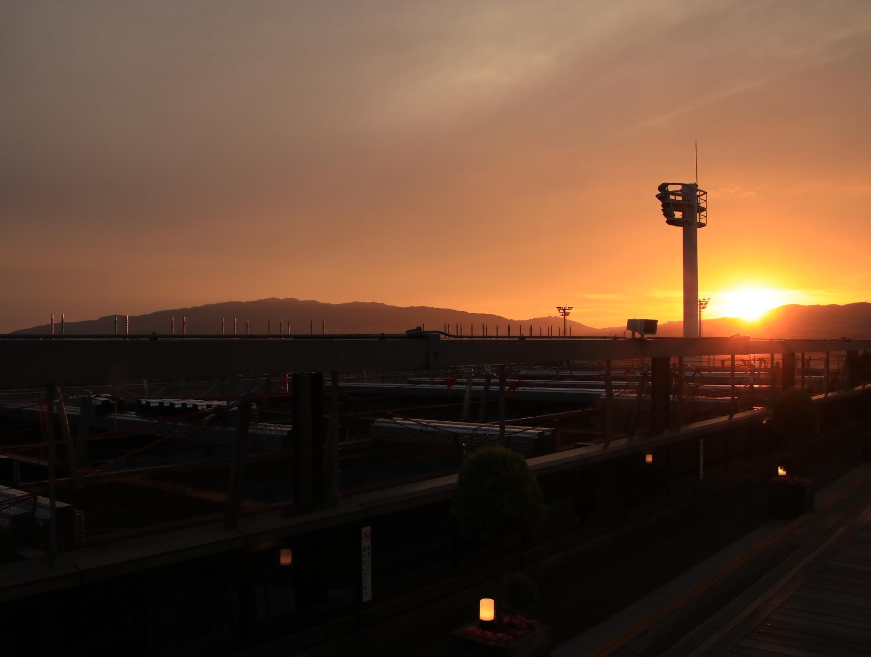 リニューアル途中の夕方 伊丹空港ITM_d0202264_2155598.jpg