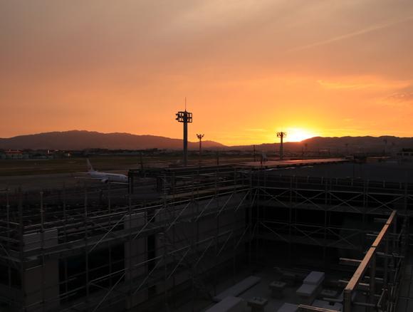 リニューアル途中の夕方 伊丹空港ITM_d0202264_21561520.jpg