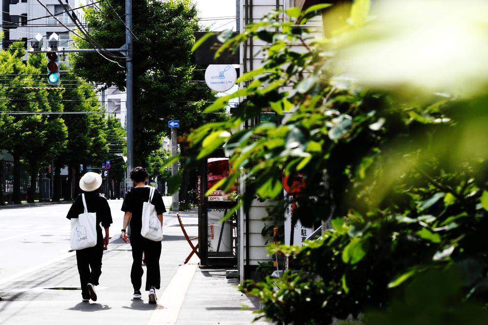 一日が始まろうとしているように、札幌の短い夏が始まろうとしている_b0103470_06294961.jpg