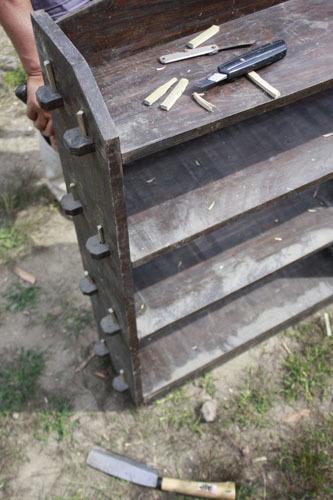 クローゼット作り 棚作り デッキ階段作り_f0208315_00564696.jpg