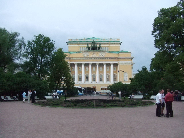 ペテルブルク:アレクサンドリンスキー劇場夏期バレエ公演_f0169061_23105135.jpg