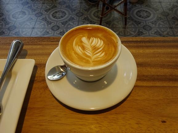 ハワイ2017 その13 KONA COFFEE PURVEYORSでラテとスコーン_e0230011_17202835.jpg