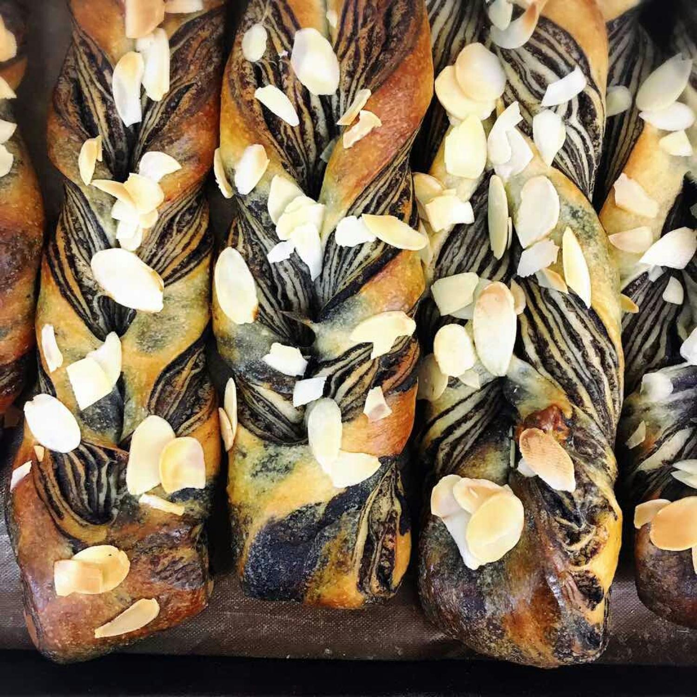明日はモリモトシンミセさんのパン販売です。_c0199544_16291311.jpg