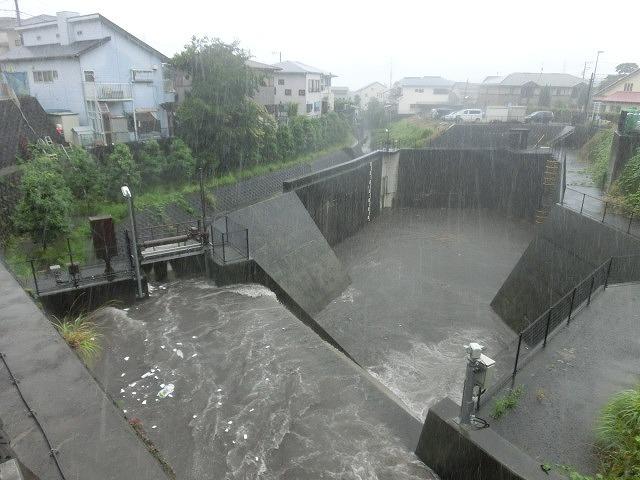 昨日の大雨、被害は? 今日は早速確認しなければ_f0141310_07493815.jpg