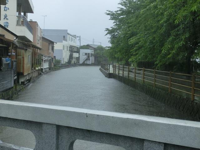 昨日の大雨、被害は? 今日は早速確認しなければ_f0141310_07500585.jpg