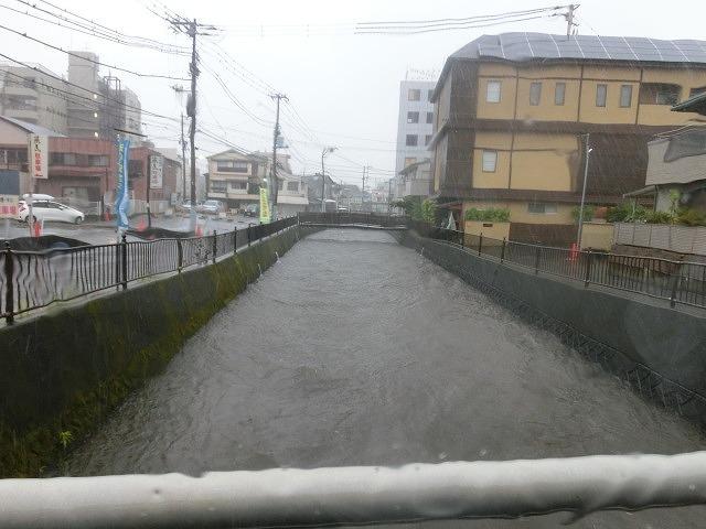 昨日の大雨、被害は? 今日は早速確認しなければ_f0141310_07501707.jpg
