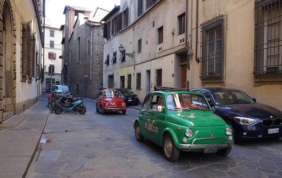 フィレンツエで、ベスパやチンクエチェントに乗りたいという夢を叶えてくれるらしい_f0106597_02553014.jpg