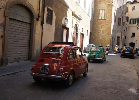 フィレンツエで、ベスパやチンクエチェントに乗りたいという夢を叶えてくれるらしい_f0106597_02573977.jpg
