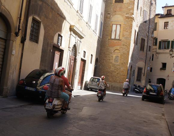 フィレンツエで、ベスパやチンクエチェントに乗りたいという夢を叶えてくれるらしい_f0106597_03022813.jpg