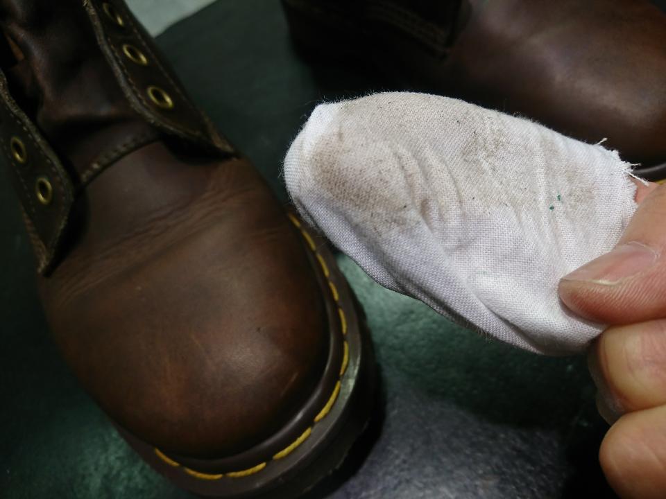 靴ひもを通す穴についている緑色の正体_b0226322_17104269.jpg