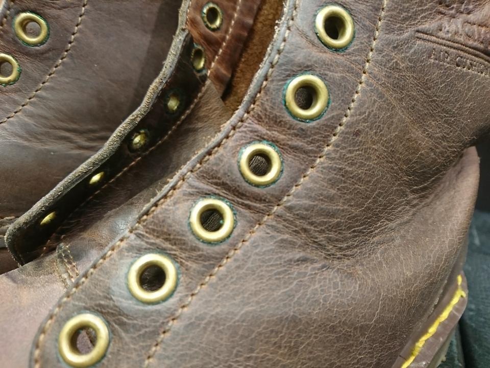 靴ひもを通す穴についている緑色の正体_b0226322_17135469.jpg