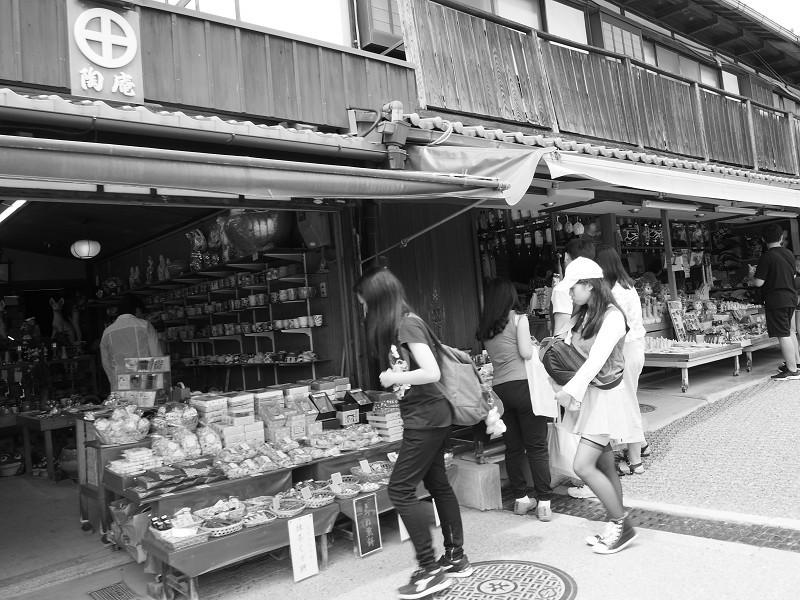 老若男女 参道にて_e0374932_06105692.jpg