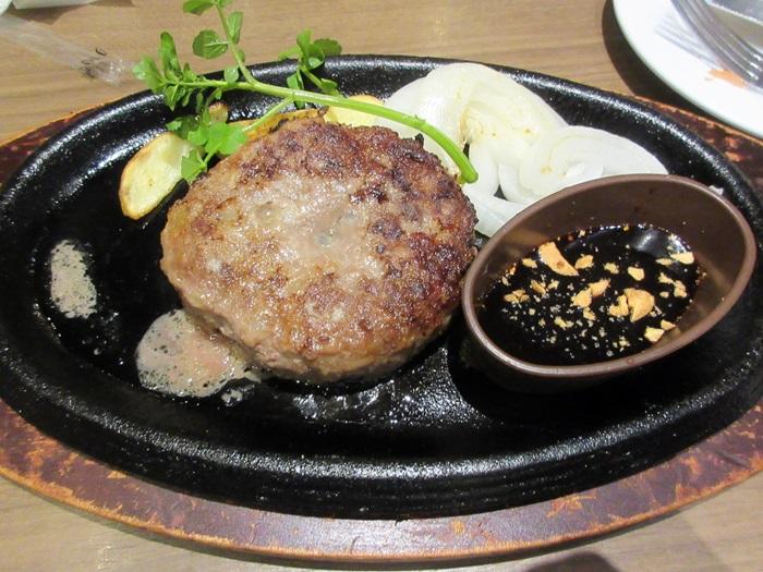 【BAQET】プレミアムハンバーグとパン食べ放題_b0009849_16553790.jpg