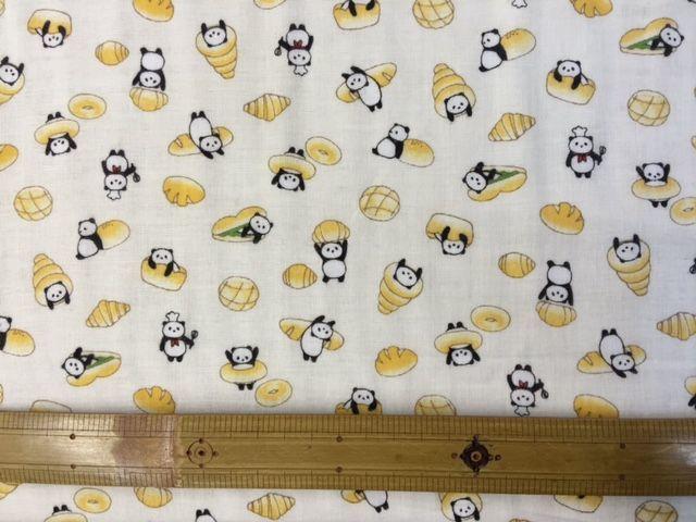 パンダの赤ちゃんの敷き布に使われていたのと同じだ!の布。_d0156706_16100626.jpg