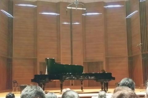 10ZENカレーとサラダ&2台ピアノに大満足♪_b0345420_18585865.jpg