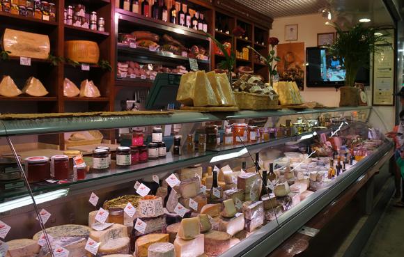 久しぶりにフィレンツェ中央市場のバローニへ_f0106597_00411969.jpg