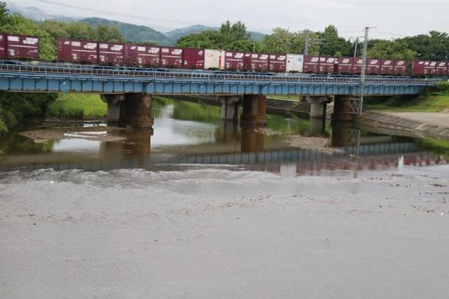 藤田八束の鉄道写真@貨物列車の写真、北海道、東北、関東、山陽、九州を走る_d0181492_00131903.jpg