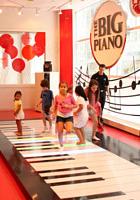 FAOシュワルツで名物だった『ビッグ・ピアノ』がMacy\'sで復活!!!_b0007805_05756100.jpg