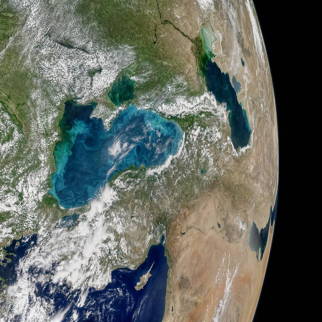 地球観測衛星アクアが宇宙から捉えた青緑色に変色した黒海_d0063814_13250585.jpg