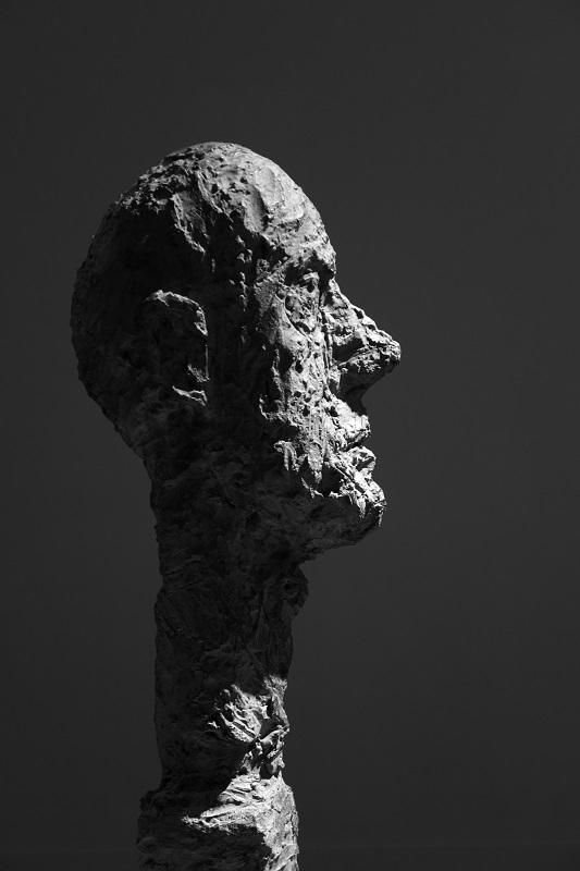スイス生まれの彫刻家_e0364223_21470356.jpg
