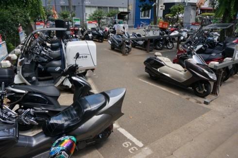 公園はバイクの駐車場に_f0055131_09353851.jpg