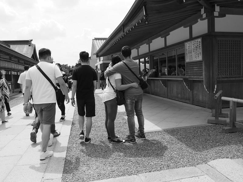 老若男女 参道にて  その2_e0374932_06414310.jpg