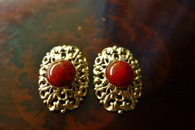 赤い石付きゴールドプレート台イアリング 半額_f0112550_05354526.jpg