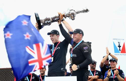 OMEGA:エミレーツ チーム ニュージーランド、アメリカズカップ優勝!_f0039351_184010.jpg