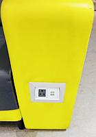 Macy\'s本店地下1階にある「充電できる特製ソファー」_b0007805_0343825.jpg