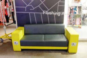 Macy\'s本店地下1階にある「充電できる特製ソファー」_b0007805_035050.jpg