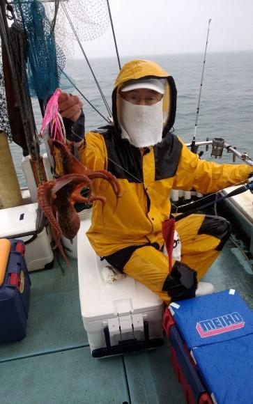 とりあえずはタコの八ちゃんからスタートでしょう(^▽^) - 愛媛・松山・伊予灘・高速遊漁船 pilarⅢ 海人 本日の釣果
