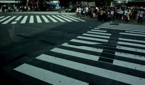 交差点の白線マークもアートに見える_f0055131_09263712.jpg