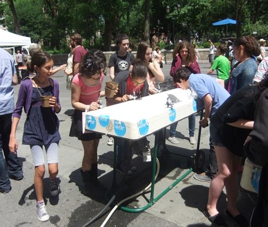 NY市の無料の水飲み場プログラム(Water-On-the-Go)から生じる社会的な意識改革_b0007805_7102331.jpg