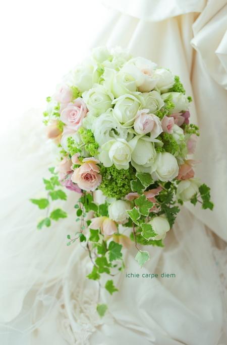 オーバル~シャワーブーケ 聖ヶ丘教会様への挙式ブーケ、大人ピンクをさし色に_a0042928_13453927.jpg