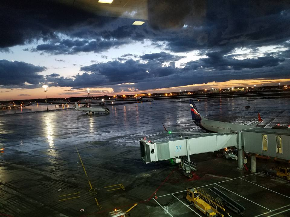 主催国、カザフスタン新極真会の皆様の大歓迎を受け、日本地区理事全員がアスタナ空港に無事到着。_c0186691_13153451.jpg