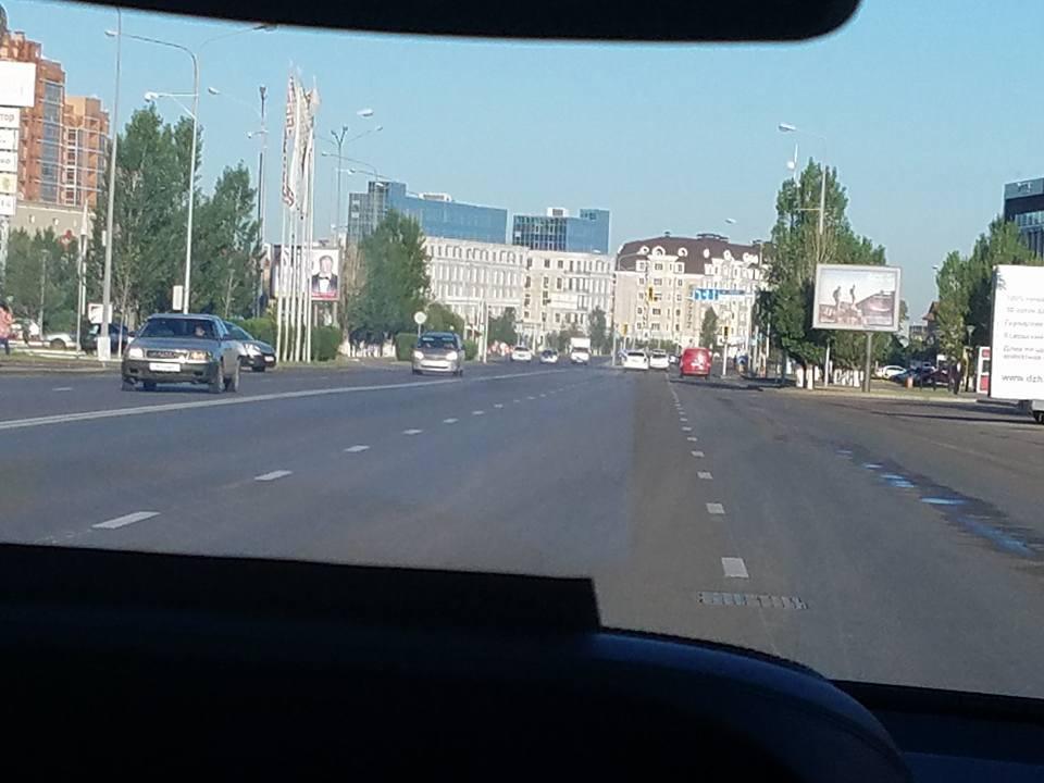 主催国、カザフスタン新極真会の皆様の大歓迎を受け、日本地区理事全員がアスタナ空港に無事到着。_c0186691_13172163.jpg