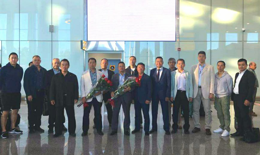 主催国、カザフスタン新極真会の皆様の大歓迎を受け、日本地区理事全員がアスタナ空港に無事到着。_c0186691_1318256.jpg