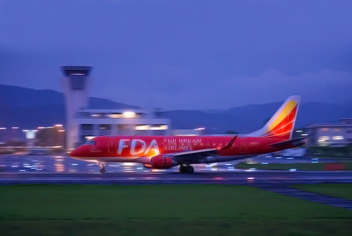 ASO kumamoto AIRPORT IN  night  & red。_b0044115_8385816.jpg