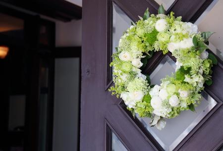 初夏の装花 高輪教会様へ ドアのリースとベンチフラワー_a0042928_1446221.jpg