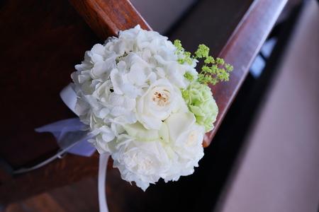 初夏の装花 高輪教会様へ ドアのリースとベンチフラワー_a0042928_14501833.jpg