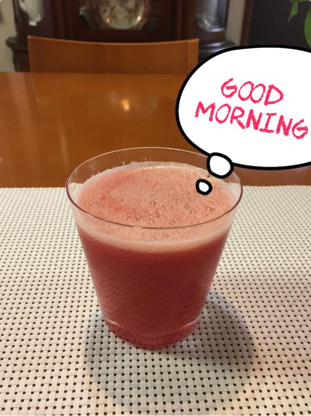 赤いジュースでgood morning_c0223630_11495921.jpg