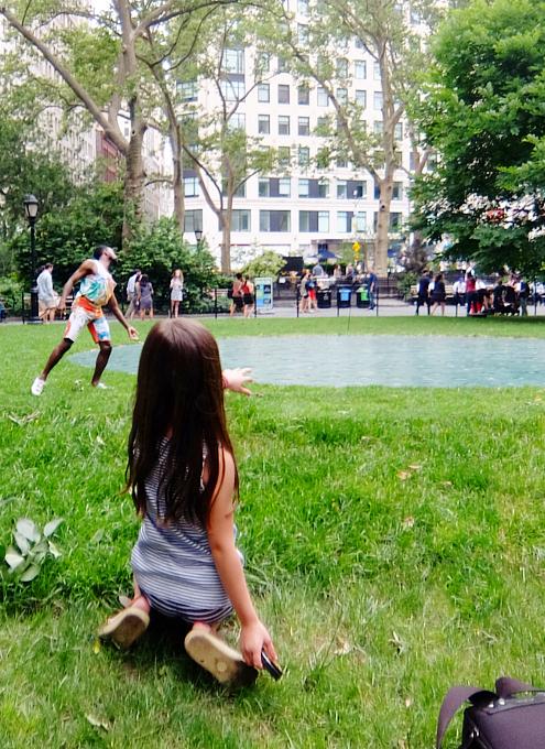 音楽、ダンス、詩をアート作品上で楽しむ「Prismatic Park」、NYのマディソン・スクエア・パークで開催中_b0007805_649561.jpg