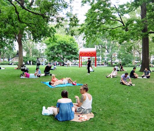 音楽、ダンス、詩をアート作品上で楽しむ「Prismatic Park」、NYのマディソン・スクエア・パークで開催中_b0007805_650993.jpg