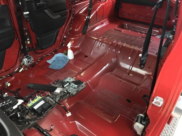 フレームレッドJKU 内装清掃作業開始です_f0105425_19022865.jpg