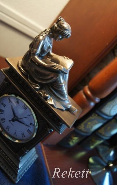 大変人気のアンティーク調置き時計_f0029571_1182411.jpg