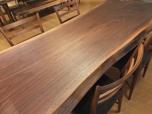 【ウォールナットの一枚板とウォールナットの木の家具展】_b0318103_16193930.jpg