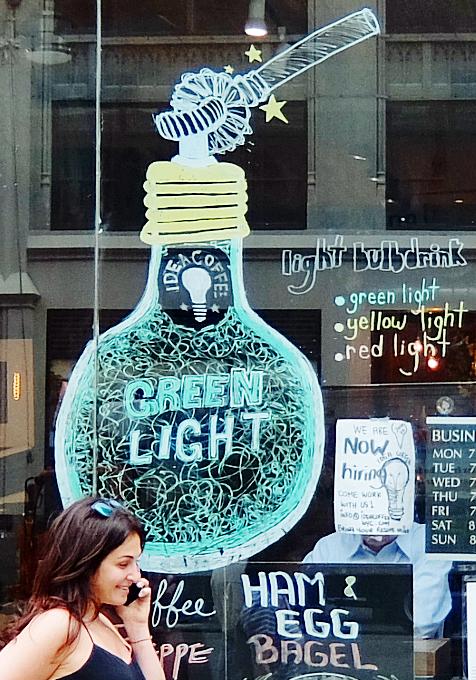 微妙な手作り感がじわじわくるNYのカフェ『アイデア・コーヒー』 Idea Coffee NYC_b0007805_0135915.jpg