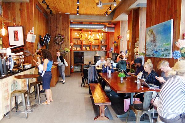 微妙な手作り感がじわじわくるNYのカフェ『アイデア・コーヒー』 Idea Coffee NYC_b0007805_0143544.jpg