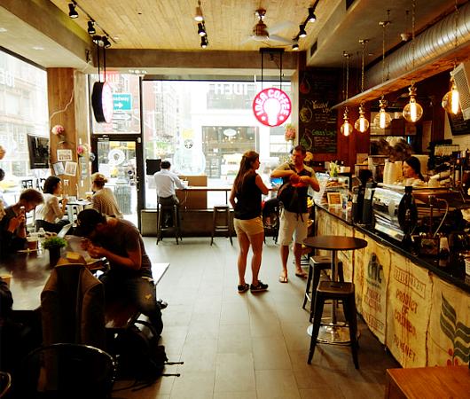 微妙な手作り感がじわじわくるNYのカフェ『アイデア・コーヒー』 Idea Coffee NYC_b0007805_0163769.jpg